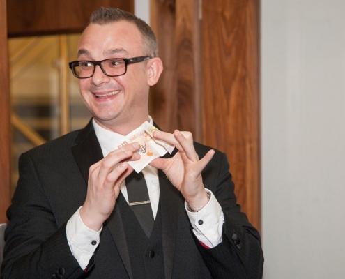 funny-magician-midland-birmingham-event-magician